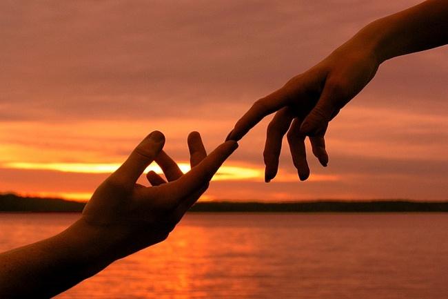 Прикосновения влияют на восприятие, оценку и суждения
