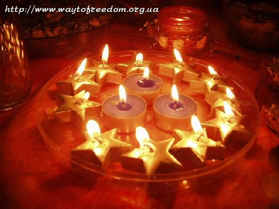 украсить стол свечами