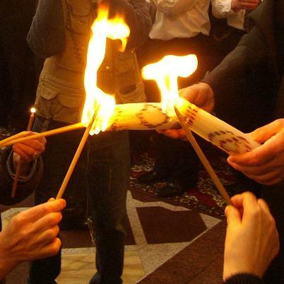Пасхальные традиции: Пасхальный огонь
