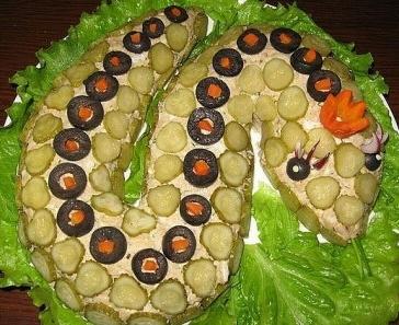 Новый год 2013: Новогодние салаты в виде змеи (новогодние рецепты)